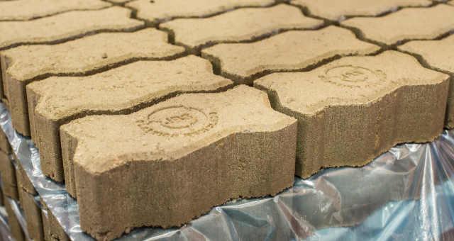 """JBS cria """"piso verde"""" a partir de plástico reciclado"""