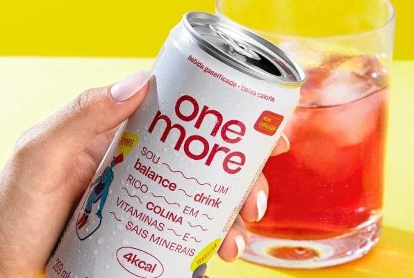 Marca de bebidas One More se reposiciona e lança novas embalagens
